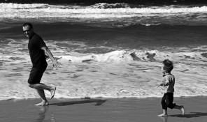 Leg på strand